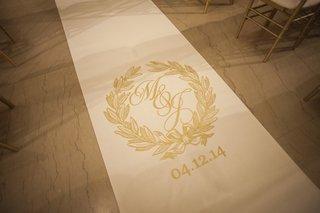 the-original-runner-company-white-aisle-runner-with-golden-crest-monogram