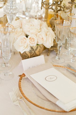 gold-rim-wedding-charger-plate-and-glassware-with-golden-centerpieces