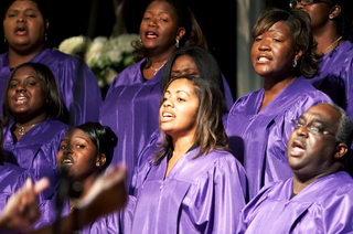 gospel-choir-in-purple-robes-perform-at-wedding-ceremony
