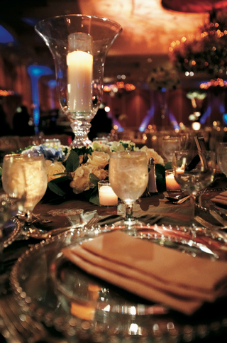 ballroom-reception-with-candlelight-and-beaded-charger-plate