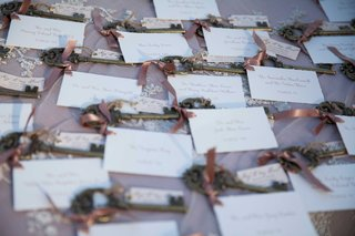white-escort-cards-with-golden-keys-adorned-with-soft-pink-ribbons
