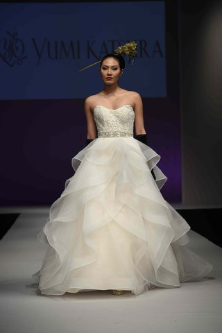 yumi-katsura-fall-2016-strapless-gown-with-lace-bodice-and-multi-tier-flounce-skirt