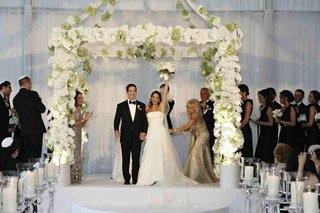 ceremony-structure-with-white-roses-and-hydgrangeas