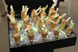 cones-of-cucumber-and-spicy-tuna-on-tray-at-wedding