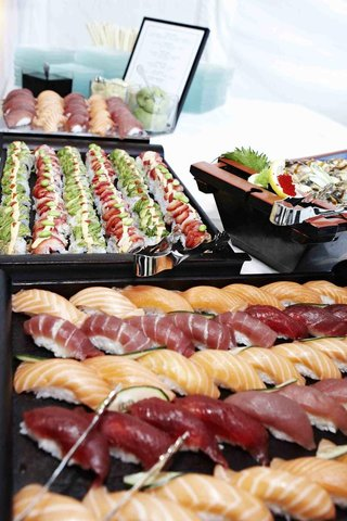 sashimi-and-sushi-at-wedding-reception-food-station