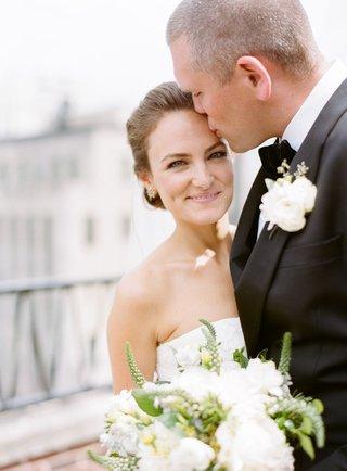 bride-in-vera-wang-gown-groom-in-j-crew-roof-of-chicago-art-institute