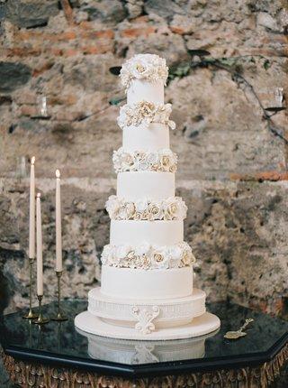 white-wedding-cake-for-destination-wedding-in-antigua-guatemala-sugar-flower-layers-between-each