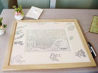 wedding-in-cincinnati-with-black-white-map-and-mat-with-signatures-and-well-wishes-from-guests