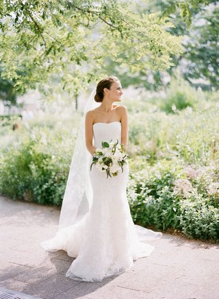 bride-in-vera-wang-lace-gown-in-garden-setting-in-chicago