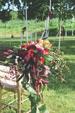aisle-marker-on-outdoor-ceremony-chair