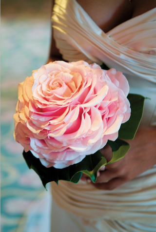 brides-pink-wedding-bouquet-designed-to-look-like-single-rose