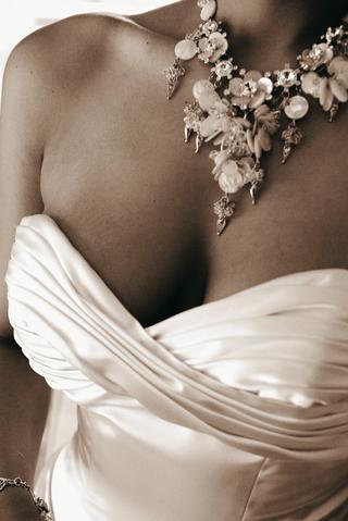 sepia-tone-image-of-chunky-statement-wedding-necklace
