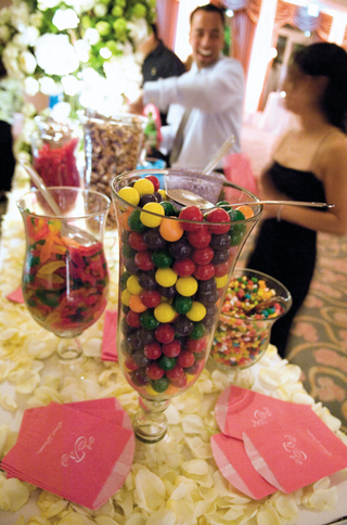 wedding-favor-candy-station-at-reception