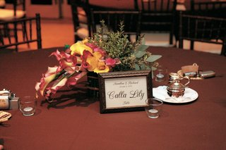 framed-calla-lily-table-sign-and-floral-centerpiece