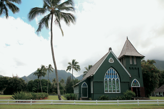 church-in-kauai-with-palm-trees-and-mountain-scenery