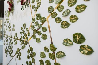 leaves-painted-with-gold-to-be-wedding-escort-cards