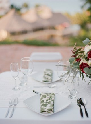 wedding-rehearsal-dinner-welcome-party-place-setting-white-plate-with-foliage-print-napkin-linen