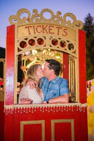 circus-theme-wedding-kissing-ticket-booth-wedding-guests-cute-wedding-idea