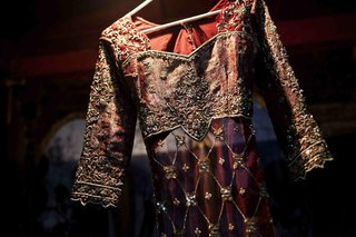indian-wedding-sari-with-crimson-fabric-and-gold-embroidery