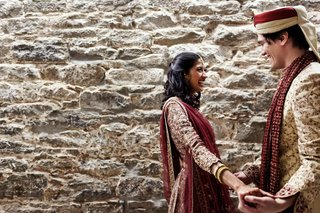 indian-bride-with-groom-in-traditional-hindu-attire