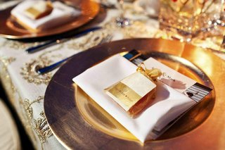indian-wedding-gold-charger-plate-and-wedding-favor