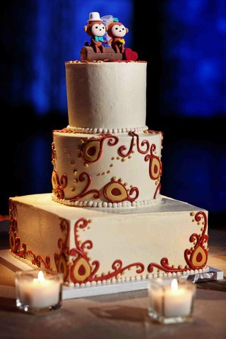 hindu-ceremony-fabric-design-on-three-layer-cake