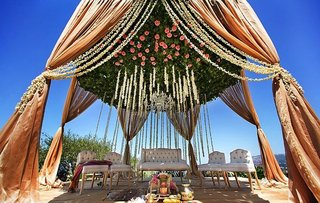 indian-wedding-at-ritz-carlton-with-events-by-nutan-and-bloombox-florals