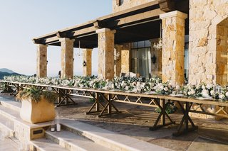 one-long-table-with-floral-runner-malibu-rocky-oaks-wedding