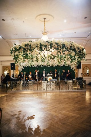 live-band-green-hedge-wall-stage-decor-flower-and-greenery-wreath-over-wood-dance-floor