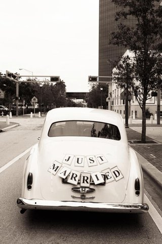 vintage-white-car-with-just-married-sign-on-back