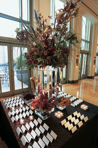 seating-cards-and-autumn-leaves-in-vases