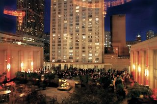windy-city-hotel-outdoor-reception-space