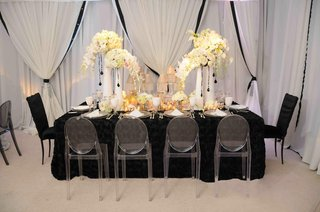 elegant-drapery-and-rectangular-guest-table