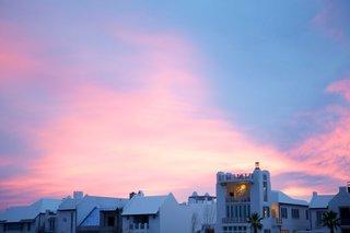 florida-sunset-pink-blue-purple-over-buildings