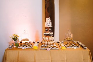 neutral-tablecloth-topped-with-cupcakes-and-cookies