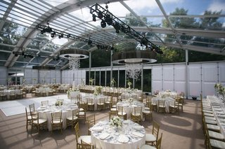 wedding-reception-tables-under-glass-arch-with-sky-views