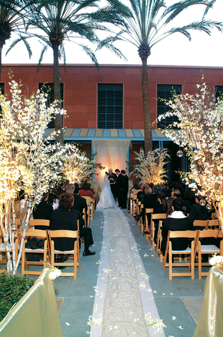 aisle-runner-lined-with-wooden-chairs