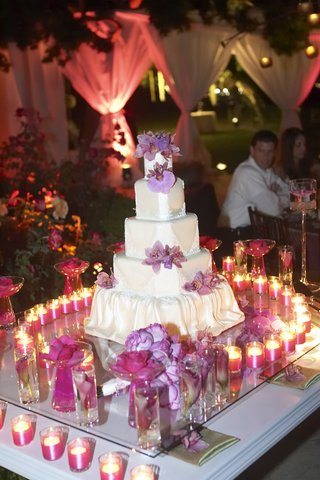 square-wedding-cake-with-purple-flowers