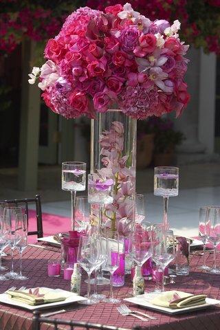 floating-candles-and-magenta-floral-arrangement