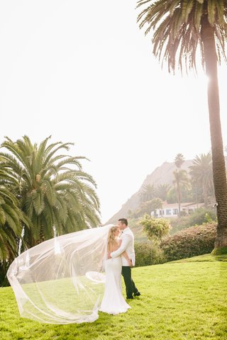 southern-california-wedding-bride-in-ines-di-santo-wedding-gown-cathedral-veil-paper-parasol