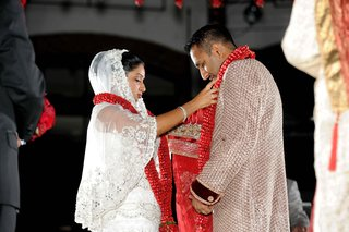 indian-wedding-ceremony-with-red-floral-garland