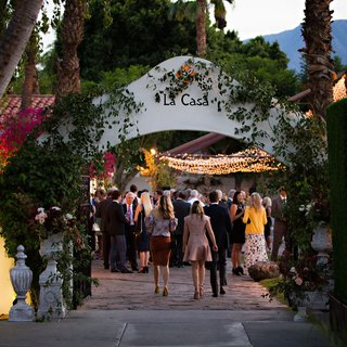 friends-and-family-in-courtyard-at-la-quinta-resort-and-club-in-la-quinta-near-palm-springs-ca
