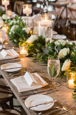 garland-with-white-roses-on-long-table-with-candles