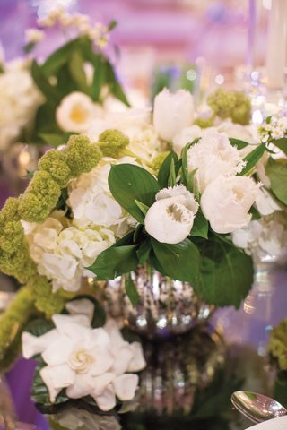 white-ruffled-edge-tulips-and-hydrangeas-in-mercury-vases