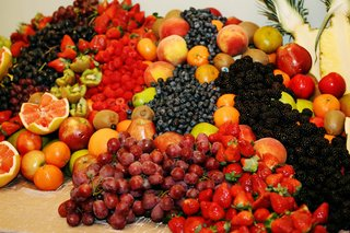 cornucopia-of-fruit-at-wedding-reception