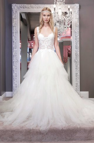 winnie-chlomin-2016-a-line-wedding-dress-with-frothy-skirt-and-lace-bodice