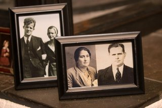 old-family-photos-in-frames-at-wedding-reception