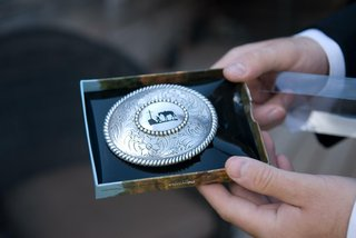 western-belt-buckle-with-horse-motif-for-groom