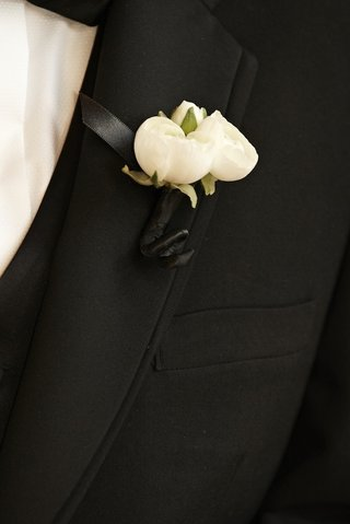 grooms-boutonniere-with-three-white-flower-buds