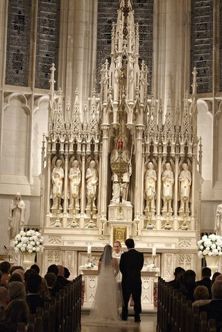 bride-and-groom-at-st-james-chapel-altar